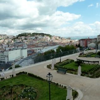 Towards Sao Jorge Castle